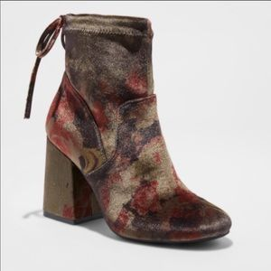 NWOT A New Day velvet-like floral ankle booties